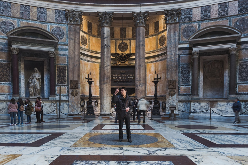 Master-Of-Photography-ep1-Rome-Gina-Soden (1)
